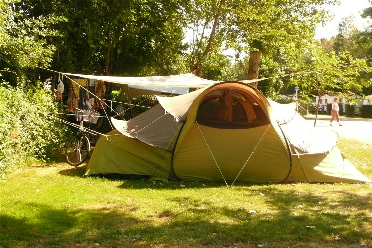 Camping pitches amboise in val de loire tent caravan for Camping jardin botanique
